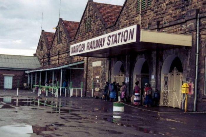 Rautatietä ei käytetä Keniassa enää muuta kuin henkilöliikenteeseen, ja siihenkin kerran vuorokaudessa.