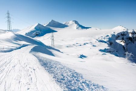 Taustalla hiihtoalueen korkein huippu, Vorab Gletscher.
