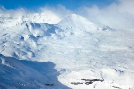 Laaxin hiihtoalueelta löytyy vaihtelevuutta ja monipuolisuutta sekä melkein 2 kilometrin laskettava korkeusero.