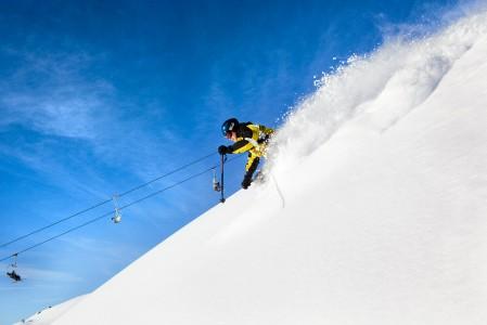 Lumisimmalla korkeusalueella odotteli noin 30-senttinen patja tuoretta lunta. Valitettavasti sen alla oli kivikova vanha kerros.