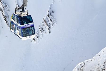 Samnaun kylästä Alp Trida -väliasemalle nouseva kaksikerroksinen kabiinihissi näyttää mielenkiintoiselta, vaikkei erikoispiirrettä sisäpuolelta huomaakaan. Hissin alle jää kohtuullisen viettävä off-pistereitti.