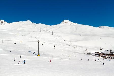 Rinteet ovat Samnaun puolella vuorta lähes poikkeuksetta sinipunaista jyrkkyysastetta.