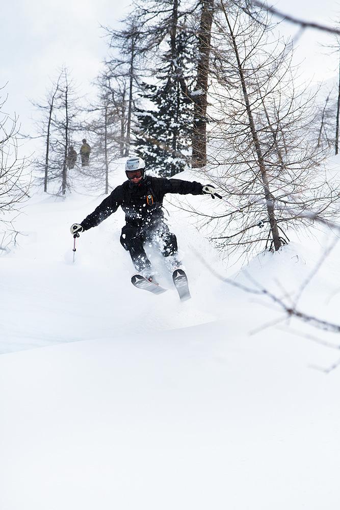 Seen hiihtokeskuksesta Paznaun laaksosta löytyi koskemattomia ja näppäriä off-pistereittejä, kun  yhdisteli keskuksen kesäkartasta patikkareitit ja alempaa osaa varten talvikartasta kelkkailureitit.
