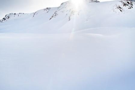 Ylämäkeen liikuttaessa pistää välillä vuoren takaa valo silmään nautinnollisella tavalla.