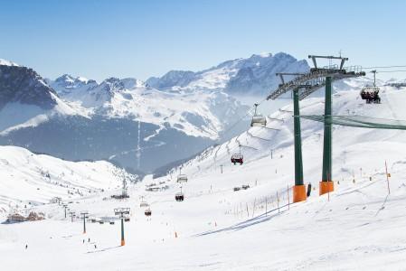 Dolomiittien järisyttävän laaja hiihtoalue on paratiisi etenkin aloitteleville ja keskitason hiihtäjille.