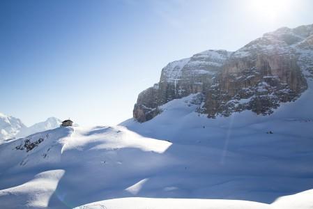 Sella Ronda on hiihtokierros kunnioitusta herättävissä maisemissa Sella-vuoren ympäri.