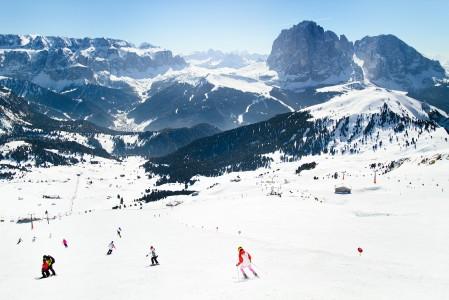 Dolomiittien hiihtoalueella on 1220 kilometriä rinteitä. Niistä valtaosa on helpohkoja punaisia.