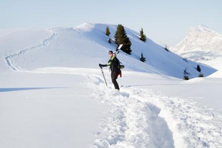 Usein pieni haikkaaminen kannattaa, mikäli koskematon lumipatja innostaa.