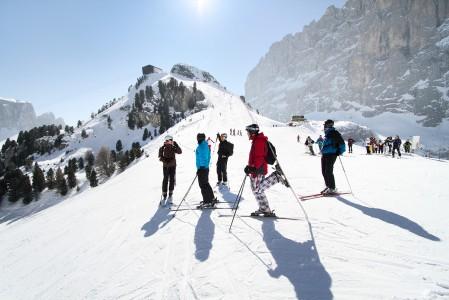Dolomiittien hiihtoalue on laajuutensa vuoksi lähes mahdotonta laskea läpi viikossa. Kaikki alueen rinteet eivät ole kuitenkaan hiihtoyhteydessä toisiinsa, vaikka ovatkin käytössä samalla hissilipulla.