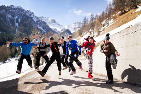 Dolomiiteilla onnistuneen offarilaskun päätteeksi haluaa takaisin ylös. Lasku on startannut Passo Padon -yläaseman läheisyydestä ja päättynyt pikkutien varteen Pieve di Livinallongon lähelle.