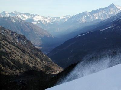 Eteläisillä alpeilla on välillä etsitty pehmeää lunta varsin heikoin tuloksin.
