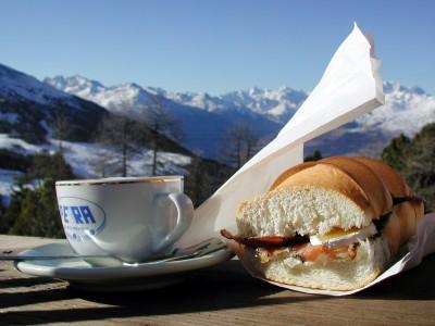 Pilan pienehkö, mutta herkullinen hiihtokeskus sijaitsee Aostan ytimessä.