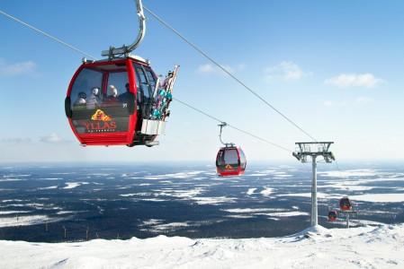 Ylläs 1 -gondoli nostaa laskijat 7 minuutissa Suomen korkeimmalle hissihuipulle 718 metriä merenpinnan yläpuolelle. Hissin yläasema sijaitsee 430 metriä lähtöpistettä korkeammalla.