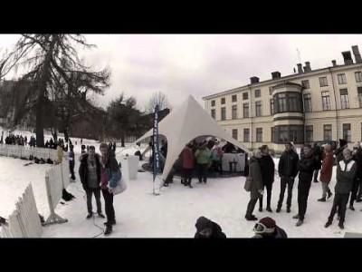 Helsingin Sinebrychoffin puiston Koffari Slopestyle -tapahtumassa rinne on auki niin lumilaudoille kuin stigoillekin.