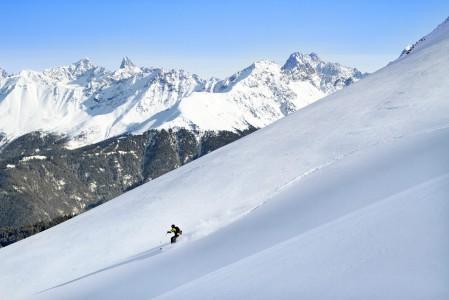 Serfaus-Fiss -hiihtoalueen reunalta, aivan rinnekartan vasemmasta laidasta saa pienellä lisänousulla oman kaistaleen pehmeää lunta avattavaksi.