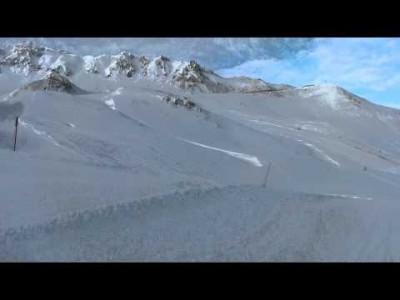 Kuvaaja ja kamera kulkevat koko Ischglin rinne 23:n läpi - hissistä lumelle ja takaisin alas. Video on vuodelta 2011,
