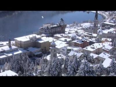 Video esittelee St. Moritzin hiihtokeskuksen maisemia, majoitus, harrastusmahdollisuuksia ja kilpailutilaisuuksia.