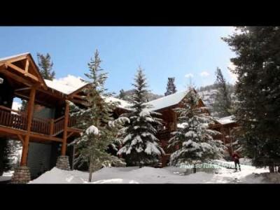Banffin kylän, majoituksen, hiihtokeskuksen ja harrastusmahdollisuuksien esittely.