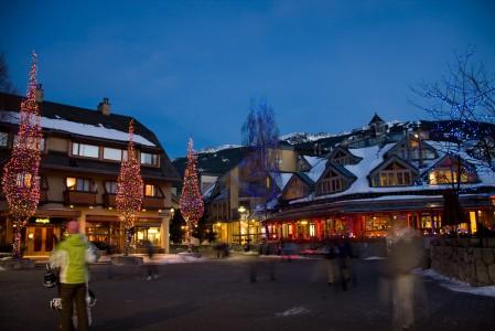 Whistlerin keskusta on after ski -aikaan tunnelmallisen eläväinen. Varteenotettavia vaihtoehtoja löytyy jos jonkinmoiselle tanssihaluiselle laskujalkineelle.