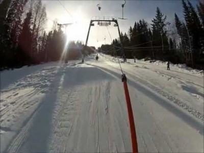 Ensimmäisen persoonan laskuja Hasselan hiihtokeskuksessa.