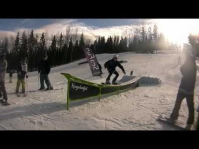 Parkkia länsinaapurissa ruotsalaisten tyyliin. Kungsbergetistä löytyy yksi Ruotsin parhaista snowparkeista.