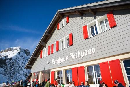 Engelbergin after-ski on yleisesti ottaen maltillisen rauhallista, vaikka muutama vauhdikkaampi paikkakin löytyy kylän keskustasta.