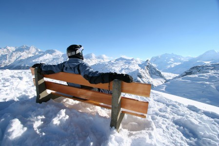 Zermattissa hiihtäjän maisemasilmä lepää aktiivisesti. Matterhornin huippukin näyttää tältä puolen vaikuttavammalta kuin Italiasta katsottuna.