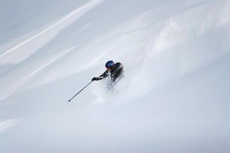 Vauhdikkaan painotonta tunnetta pehmeässä lumessa. Sitä jaksaa odottaa koko pitkän syksyn.