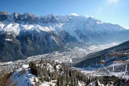 Chamonixin maisemat ovat todennäköisesti Alppien komeimpia. Alueen off-pisteet ovat niin suosittuja, että lumisateiden jälkeen parhailla paikoilla on ruuhkaa.