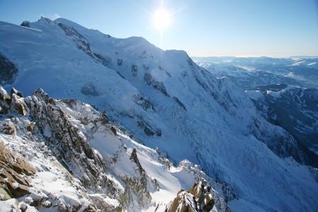 Aiguille du Midiltä lähtee haastavia off-pistereittejä myös Mt Blancin puolelle.