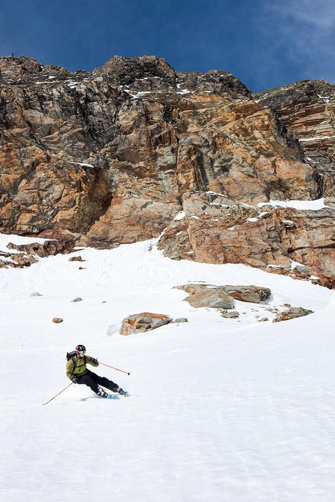 Alppien hiihtokausi alkaa ja päättyy Söldenissä. Jäätiköllä off-pistekausikin on pitkä.