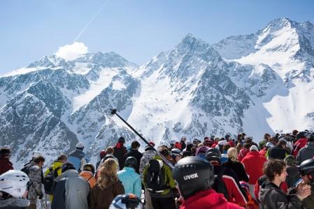 Söldenin hisseissä on ajoittain tungosta. Alueen parhaat off-pisteet lähtevät kuvassa taustalla näkyvältä Gaislachkogl-yläasemalta.