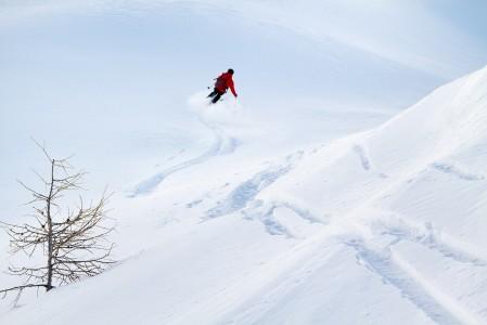 Dolomiittien rinteillä ei ole liiaksi kilpailua pehmeästä lumesta, joten omille jäljille jää reilummin tilaa.