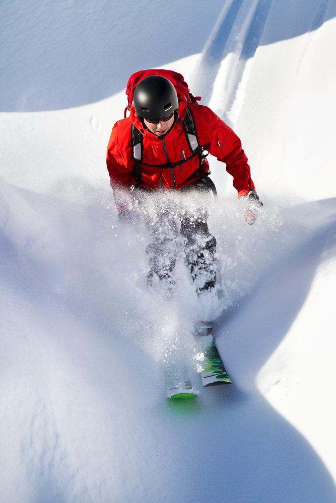 Pieni kyyristyminen, lumen pöllähdys, sitten taas käännös ja väliin yksi jihaa-huuto.
