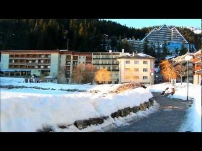 Elävää kuvaa Crans Montanan hiihtoalueelta ja alppikylästä.