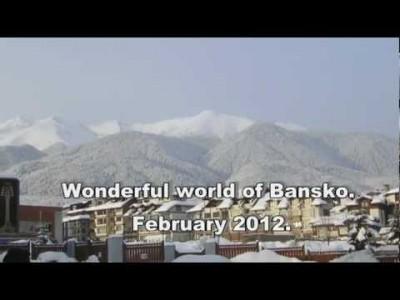 Ensimmäisen persoonan näkymiä Banskon kylästä, hiihtohisseistä ja rinteistä.