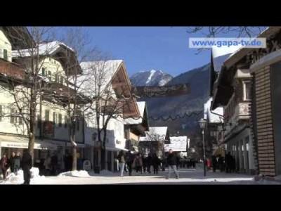 Garmisch-Partenkirchenin alppikylän kulttuuria ja perinteikkäitä maisemia.