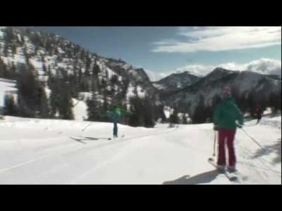 Snowbirdin mainosvideossa puuteri pöllyää niin suksilla kuin laudallakin.