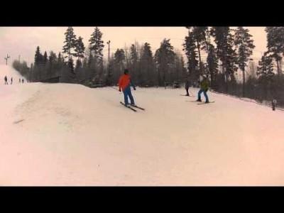Freestylea Tornimäen hiihtokeskuksen parkissa.
