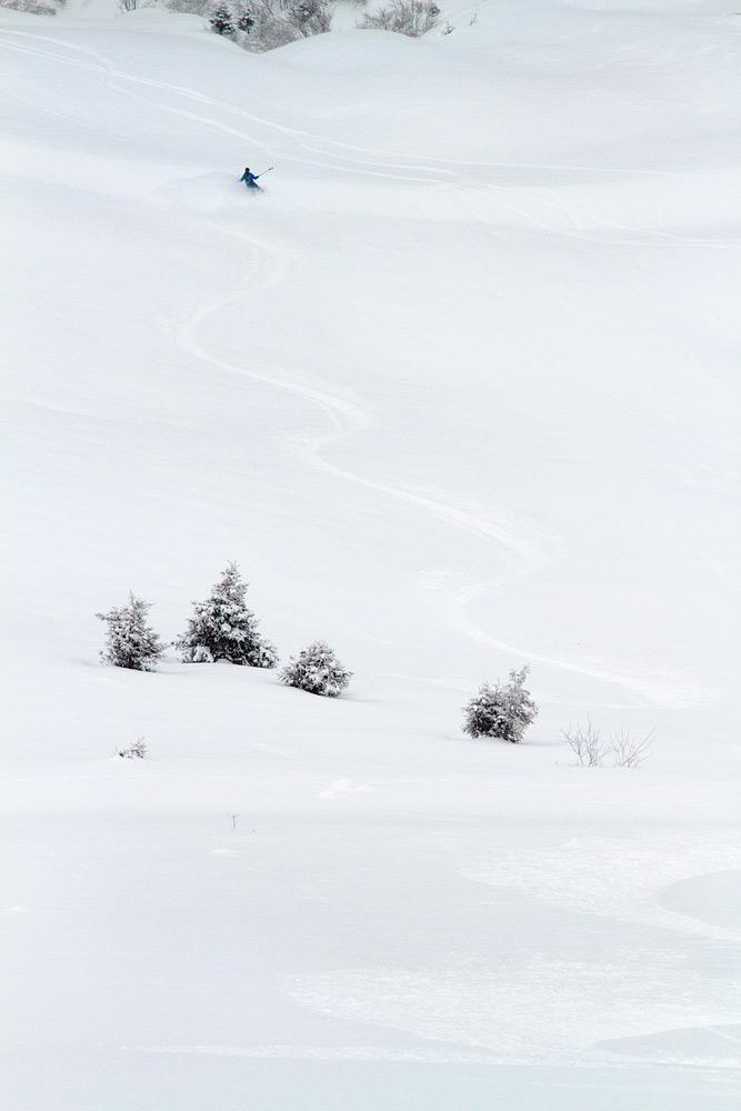Kitzbühelin off-pisteillä ei ole ruuhkaa. Omat kaarrokset voi nähdä vuoren kyljessä vielä useamman päivän jälkeen.