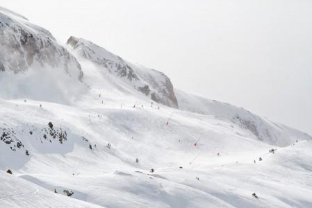Tuuli voi aiheuttaa ikävän yllätyksen Alpe d'Huezin hiihtoalueella. Kun ylähissit suljetaan, ei paluu pääkylään välttämättä enää onnistukaan.