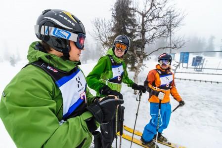 Suomi Slalom -kilpailut tarjosivat Pallaksen sumupäivään tiukan leikkimielistä kisailutunnelmaa