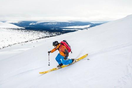 Pallas on ennemmänkin muutamalla hiihtohissillä ja laduilla varustettu erämaa kuin hiihtokeskus. Tunnelma on kuin Kanadan kaukana kaikesta sijaitsevissa ski lodgeissa.