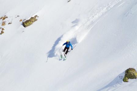 Les 2 Alpesin off-pisteillä on pääsääntöisesti tilaa lanata pidempiäkin käännöksiä.
