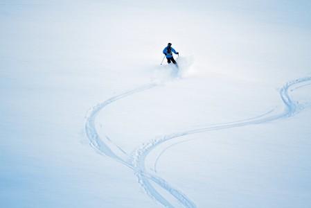 Omien jälkien piirtäminen koskemattoman lumen pintaan tuntuu joka kerta yhtä ainutkertaiselta.