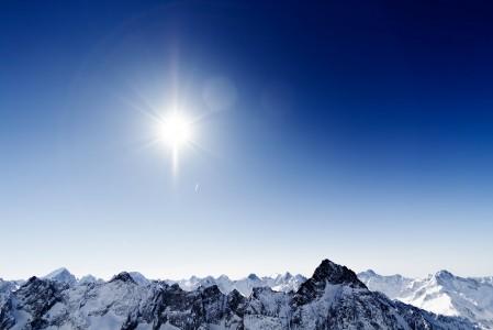Les 2 Alpesin jäätikkönäkymät eivät ole korkeuteensa nähden erityisen jylhiä, sillä vuoren yläosa on loivempimuotoista. Ei tätä maisemaa voi silti huonoksi sanoa.