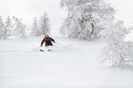 Sestrieren Alpetten tuolihissiltä saa poimittua lumisateen jälkeen nopeasti suuren määrän puuterikilometrejä, sillä pienehkön korkeuseron toistoja ehtii tekemään tiuhaan nopealla hissillä kun poikittaissiirtymiä ei tarvita.