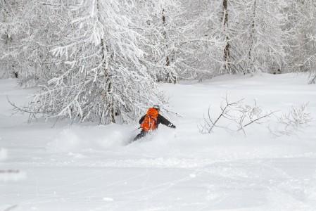 Sestrieren rauhallisissa metsissä laskiessa kuuluu vain omien suksien suhina. Pehmeästä lumesta ei tarvitse täällä kilpailla italialaisten keskittyessä enemmänkin ratalaskuun tai herkutteluun.