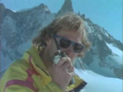Legendaarinen 75 -minuuttisen vapaalaskun ja freestylen ylistysfilmin Chamonix-osio 2. Elokuva on vuodelta 1988.