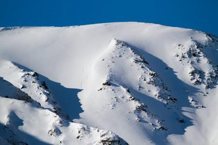 Hakuban Happo One -hiihtokeskuksen takaa löytyy laakson puustosta paljaimmat off-pistealueet.
